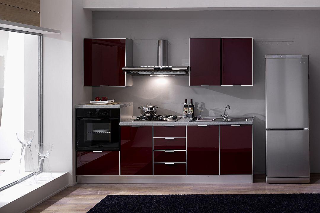 Plati κουζίνα με γυάλινες πόρτες