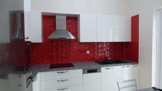 Κουζίνα Λευκής Λάκας 22mm και 3 Ντουλάπες Συρόμενες 8.100€