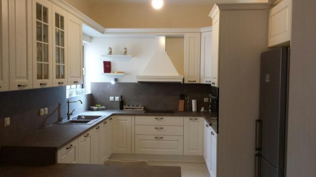 Ημιμασίφ Κουζίνα Ωρωπός Arredo3 Asolo συνολικού κόστους 7.300€