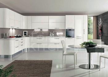 Λευκη γυαλιστερη κουζινα με στρογγυλα ντουλαπια