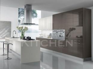 Cloe-Γυαλιστερή-Βακελιτική-κουζίνα-με-οριζόντιες-γραμμές-4