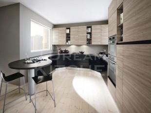κουζινα μαυρη με ξυλο εκρου