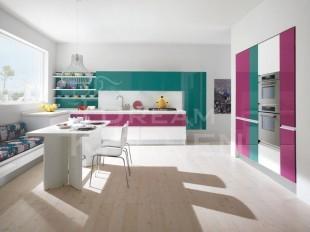 κουζινα με πρασινο , φουξια και λευκο