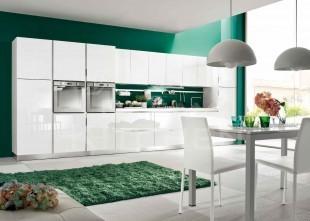 Λευκη γυαλιστερη κουζινα