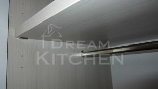 ράφια και σωλήνες κρέμασης ντουλάπας