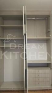 συρταριέρα και μηχανισμοί ανοιγόμενης ντουλάπας