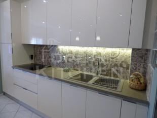Κουζινα σε γυαλιστερο βακελιτη πολυμερικο 12