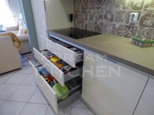 Κουζινα σε γυαλιστερο βακελιτη πολυμερικο 19