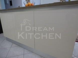 Κουζινα σε γυαλιστερο βακελιτη πολυμερικο 21