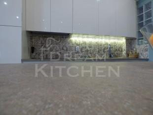 Κουζινα σε γυαλιστερο βακελιτη πολυμερικο 22