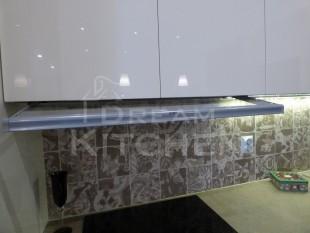 Κουζινα σε γυαλιστερο βακελιτη πολυμερικο 23