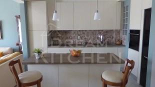 Κουζινα σε γυαλιστερο βακελιτη πολυμερικο 31