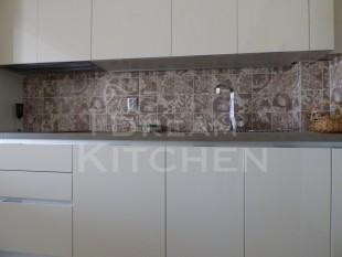 Κουζινα σε γυαλιστερο βακελιτη πολυμερικο 32