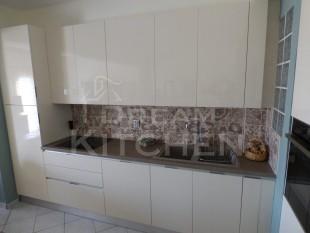 Κουζινα σε γυαλιστερο βακελιτη πολυμερικο 33