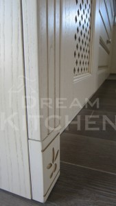 Πλήρης επίπλωση κατοικίας κουζινα μασιφ 62