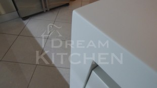 Επιπλα Κουζινας με Λακα Λευκη και πομολο Gola 15