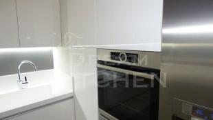 Επιπλα Κουζινας με Λακα Λευκη και πομολο Gola 18
