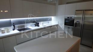 Επιπλα Κουζινας με Λακα Λευκη και πομολο Gola 4
