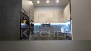 Επίπλα κουζίνας HPL Cemento με παγκο Fenix 1