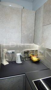 Επίπλα κουζίνας HPL Cemento με παγκο Fenix 10