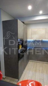 Επίπλα κουζίνας HPL Cemento με παγκο Fenix 11