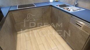 Επίπλα κουζίνας HPL Cemento με παγκο Fenix 12