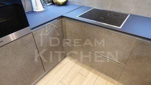 Επίπλα κουζίνας HPL Cemento με παγκο Fenix 14