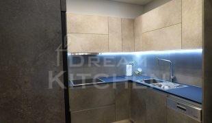 Επίπλα κουζίνας HPL Cemento με παγκο Fenix 16