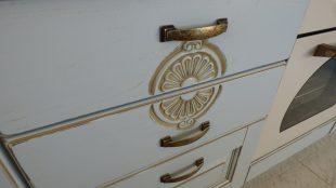 συρταρι κουζινας με πατινα και σκαλισμα